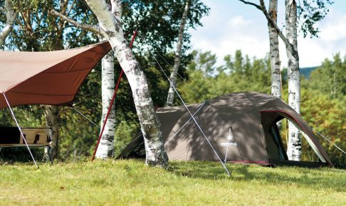 木陰に設置されたスノーピークのテント