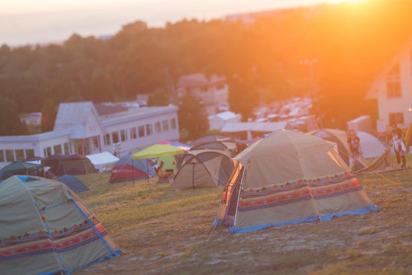 ロゴスのテントと夕暮れ