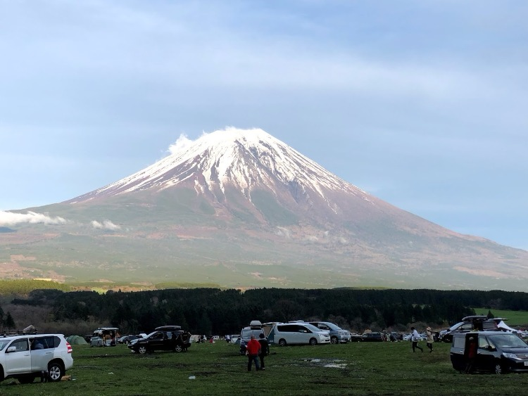 ふもとっぱらから見える富士山の景色