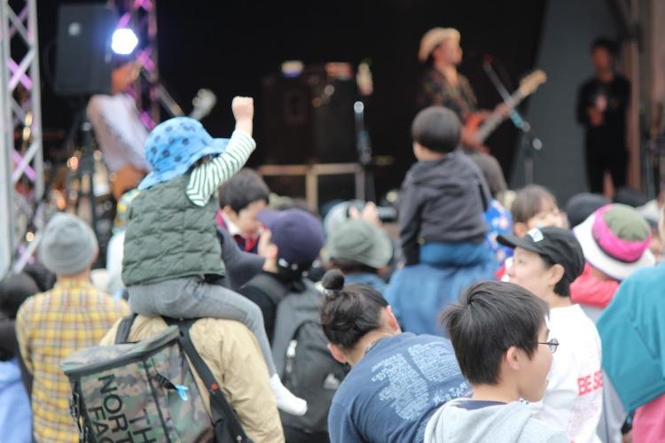 フェスを楽しむ子供たち