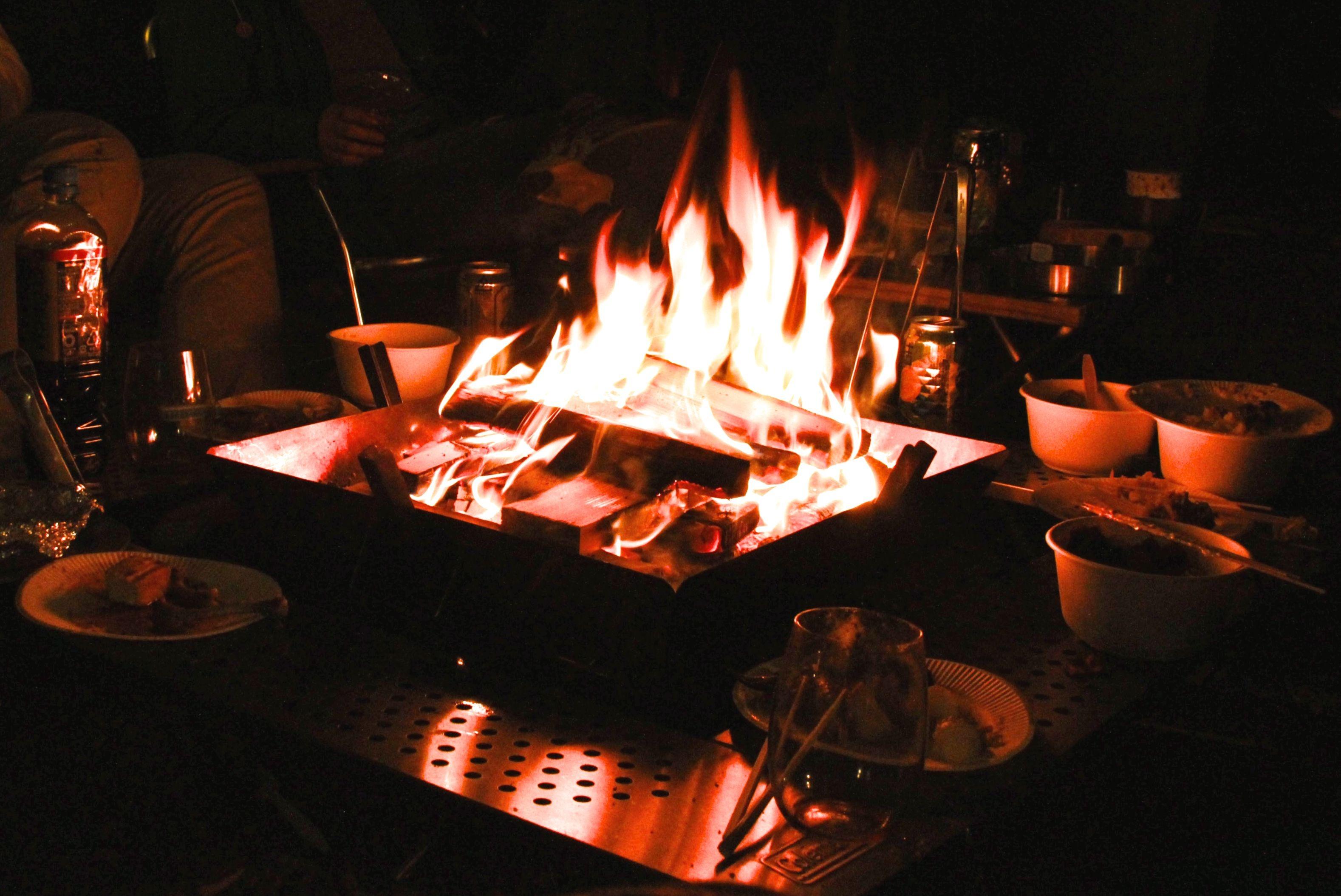 囲炉裏テーブルと焚火